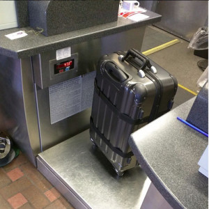 airplane_wine_luggage