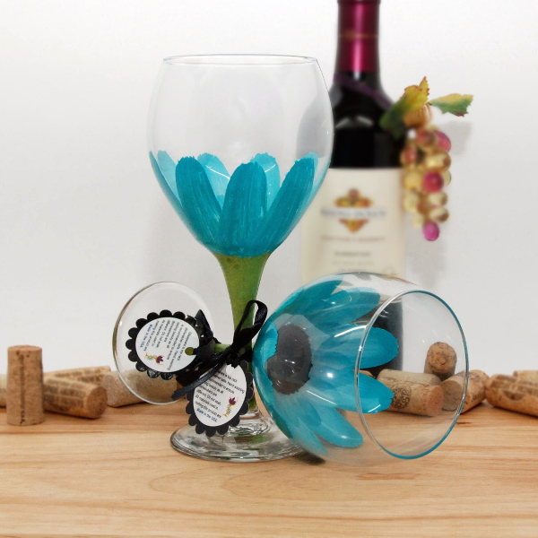 Handpainted Aqua Daisy Wine Glass