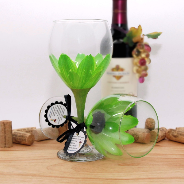 Handpainted Lime Green Daisy Wine Glass