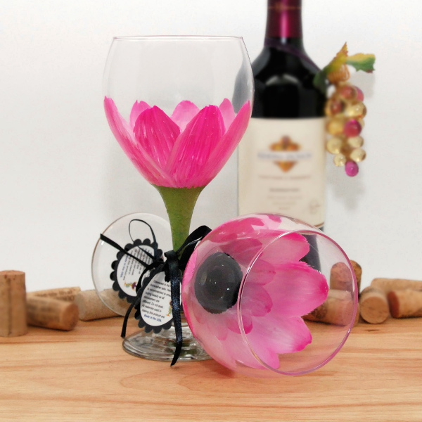 Handpainted Parisian Pink Daisy Wine Glass