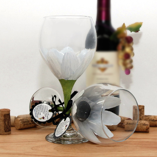 Handpainted White Daisy Wine Glass